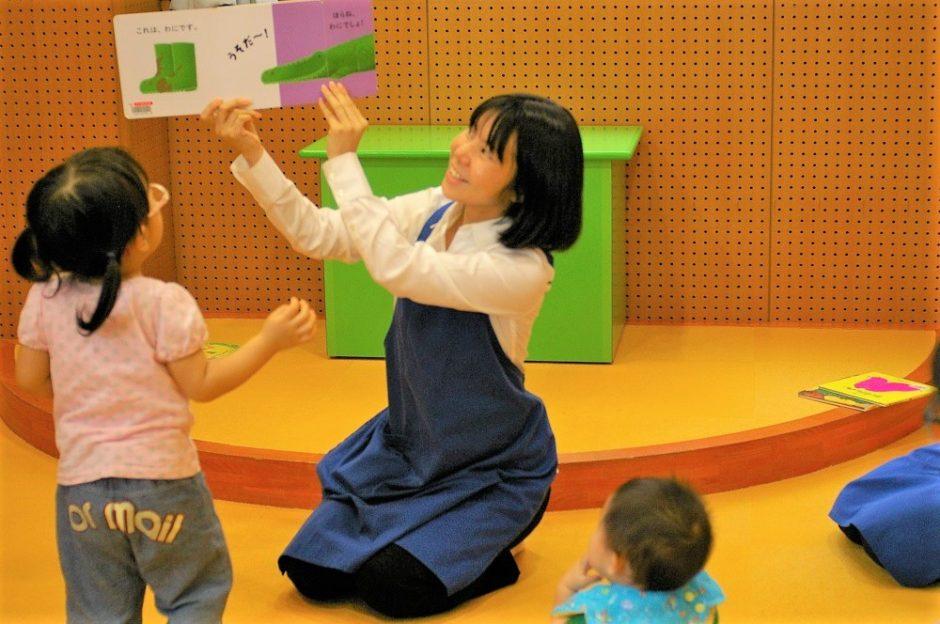 奄美図書館の「おはなし会」は0歳児から参加可能!言葉のシャワーを浴びる30分間 写真